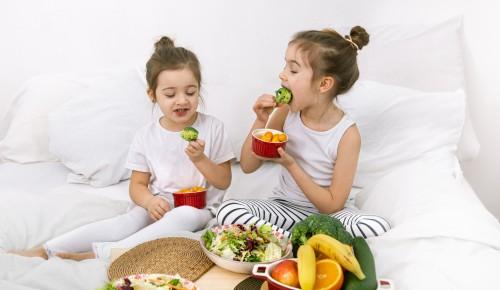 kanak-kanak makan sayur